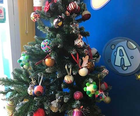 El árbol de navidad de los Pequeños Astronautas