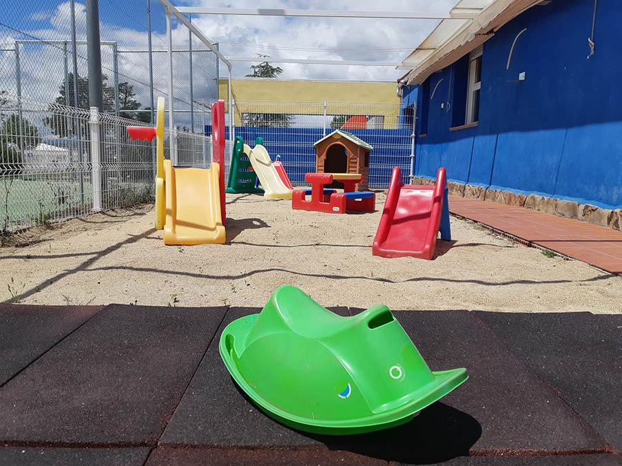 juegos en el arenero de la escuela infantil en las rozas pequeños astronautas